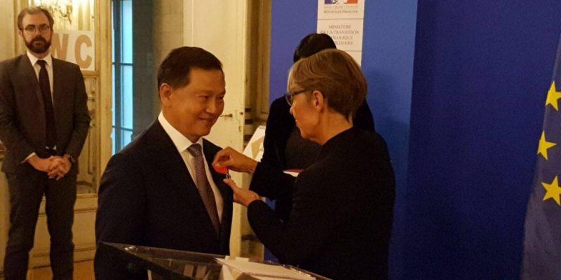 Chairman Liew Mun Leong receiving the Legion of Honour  1024x768 1