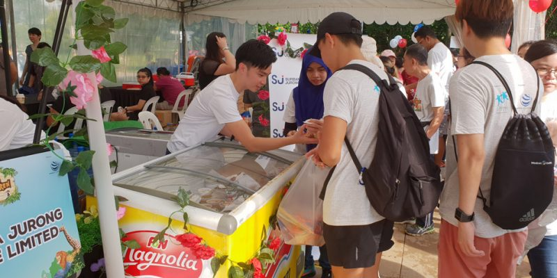 i3 2018 happiness committee serves up cool treats for charity 01