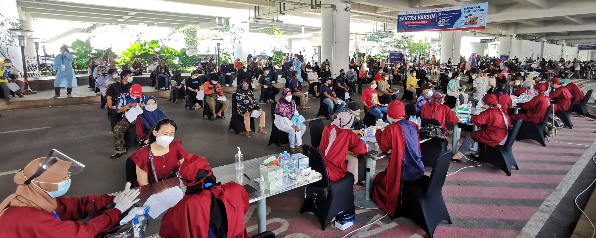 PT SMM Intermoda, a partnership company of Mitbana and Sinar Mas Land, has established a vaccination centre to cater to about 5,000 people at Terminal Intermoda BSD City.